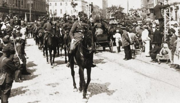 9 maja. Parada wojskowa. Na Chreszczatyku. Ukraińsko-polska