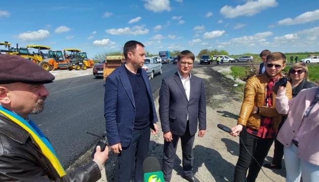 В Запорожской области завершают ремонт на международной трассе