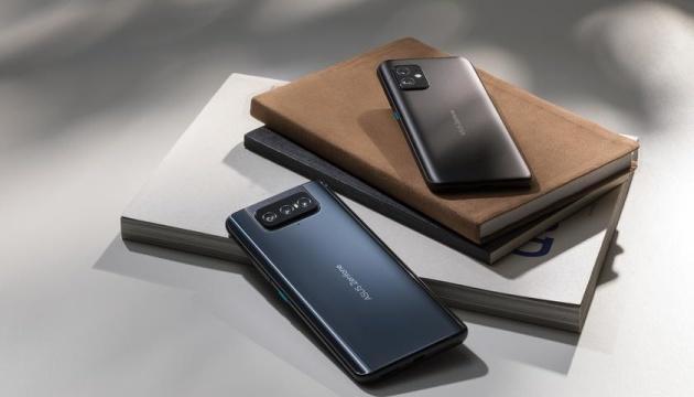 Большие дисплеи и 5G: Asus представил флагманские смартфоны