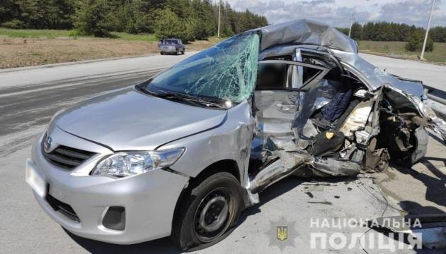 На Полтавщине столкнулись легковушка и грузовик - погибли двое журналистов