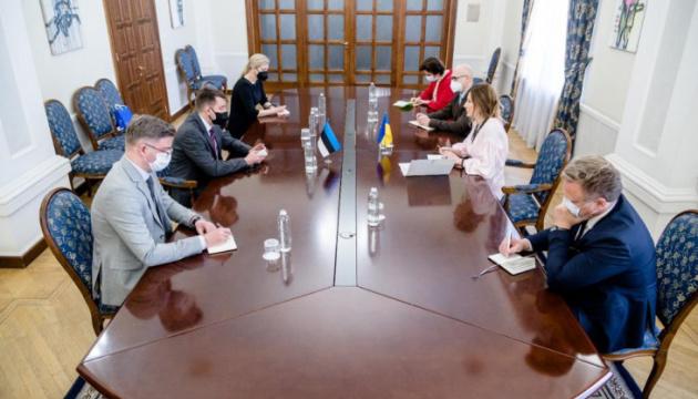 Dzhaparova y Vseviov discuten los preparativos para la cumbre de la Plataforma de Crimea