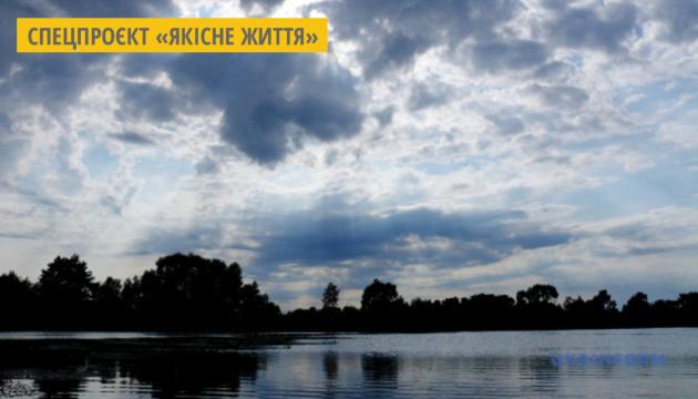 Закарпатські рибалки власним коштом випустили в річки Ужгорода мальків стерляді