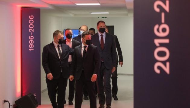 Зеленський і Шмигаль відкрили нову будівлю Київської школи економіки