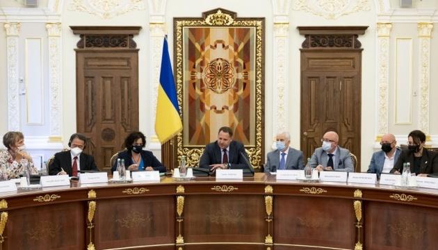 Yermak se reúne con embajadores del G7, Suecia y la UE para hablar sobre Donbás y reforma de la gobernanza corporativa