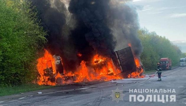 В Хмельницкой области произошла авария с грузовиком и микроатобусом - четверо погибших