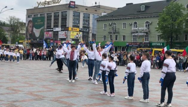 В центре Ривне открыли «Европейский городок» и демонстрируют пожарную технику