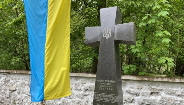 Українські дипломати вшанували пам'ять жертв концтабору «Ебензее»