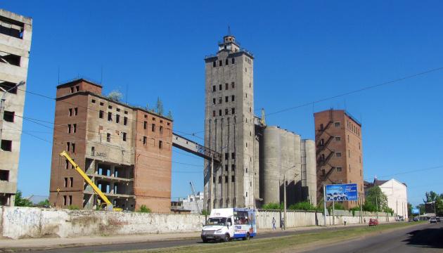 У центрі Харкова підірвали найвищу частину занедбаного елеватора