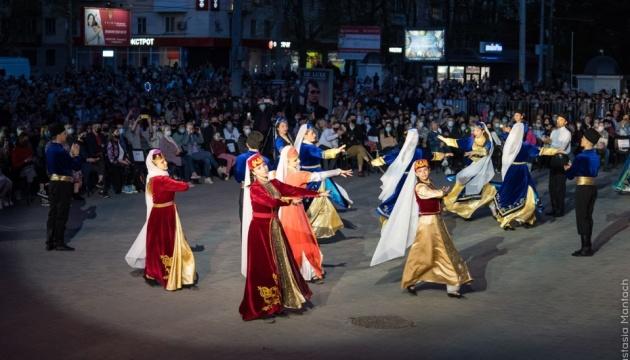 У Херсоні пам'ять жертв геноциду кримських татар вшанували музичним перформансом