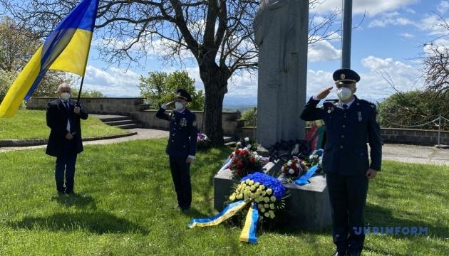 Українські дипломати вшанували пам'ять жертв табору смерті «Маутхаузен»