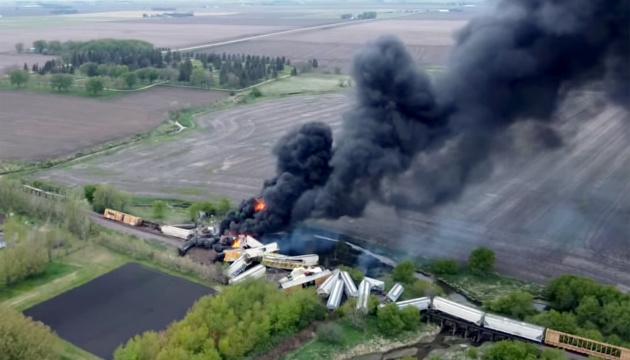 У США зійшов з рейок і загорівся потяг з хімікатами