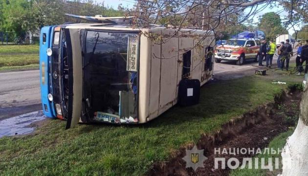 На Рівненщині перекинувся автобус - є постраждалі