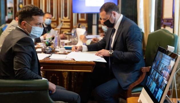 Зеленский поручил вернуть украинцев, которые застряли в Непале из-за локдауна