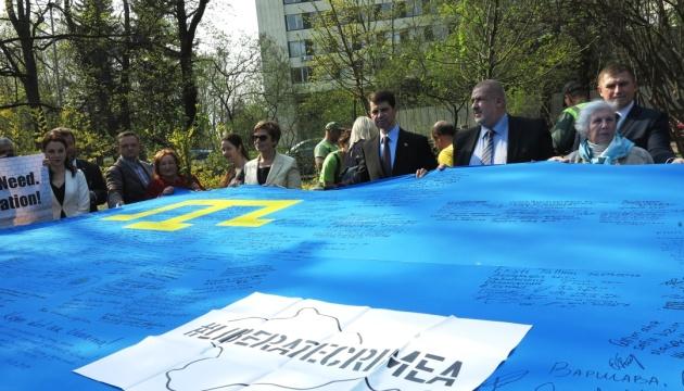 Українські активісти Латвії художньо вшанували роковини депортації кримських татар