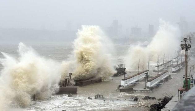 Кількість загиблих від циклону в Індії зросла до 27