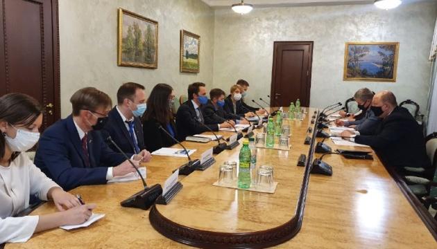 Кабмин сотрудничает с экспертами для запуска Бюро экономической безопасности