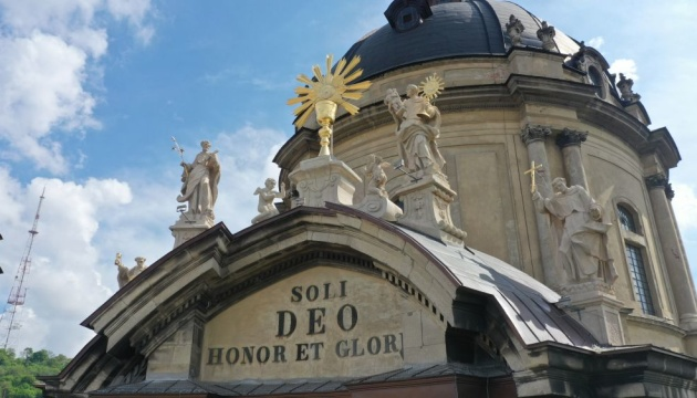 На Домініканському соборі у Львові відреставрували чотири скульптури та чашу