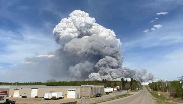 У Канаді масштабна лісова пожежа – оголосили евакуацію
