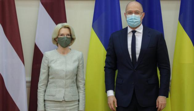 Шмыгаль обсудил со спикером Сейма Латвии двустороннюю торговлю и противодействие COVID-19