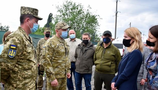 Прем'єр Естонії відвідала Луганщину: Я тут, щоб сказати - ми поруч з вами