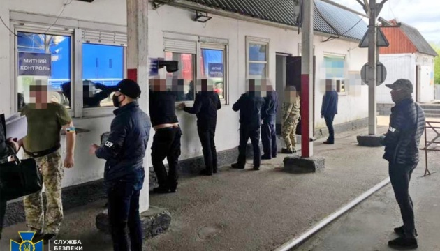 СБУ викрила схему ввезення «євроблях» за хабарі