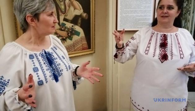 У херсонському музеї до Дня вишиванки презентували екскурсію «на два голоси»
