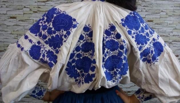 Зіньківська вишиванка: зберегти сині квіти на білому тлі