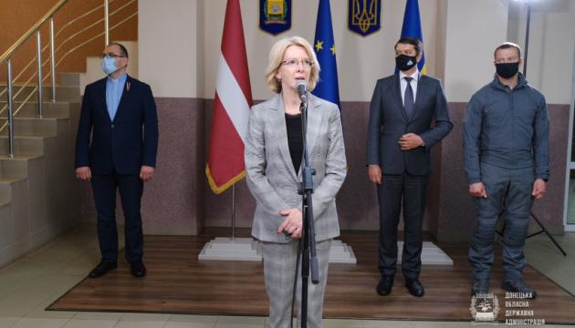 Латвия передала гуманитарный груз для Донетчины