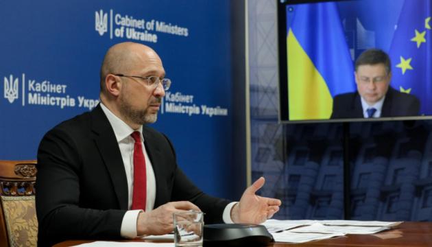 Szmyhal rozmawiał z Dombrovskisem o współpracy gospodarczej między Ukrainą a UE