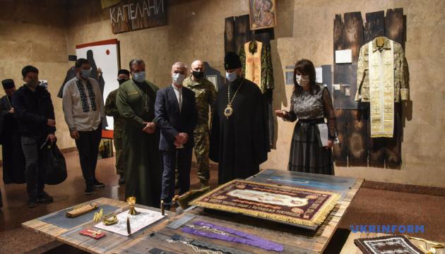 У Києві відкрили виставку «Капелани»