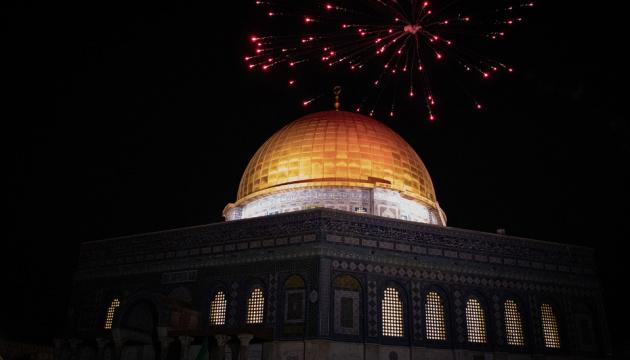 Палестинцы отметили прекращение огня - запускали салюты и стреляли в воздух