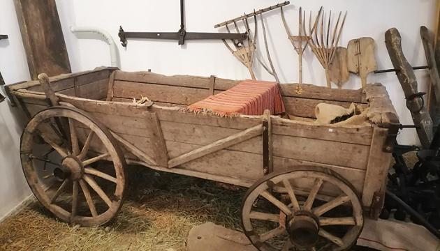 Старовинна підвода: на таких греків вивозили з Криму
