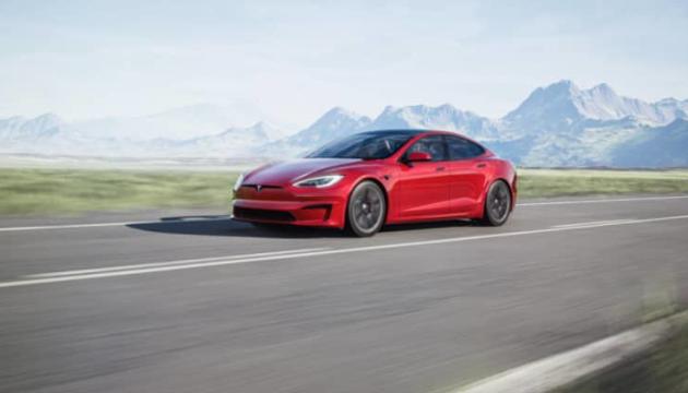 Tesla у червні почне випуск найшвидшого у світі серійного автомобіля