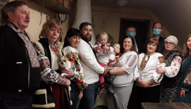 Українці Естонії відзначили Всесвітній день вишиванки