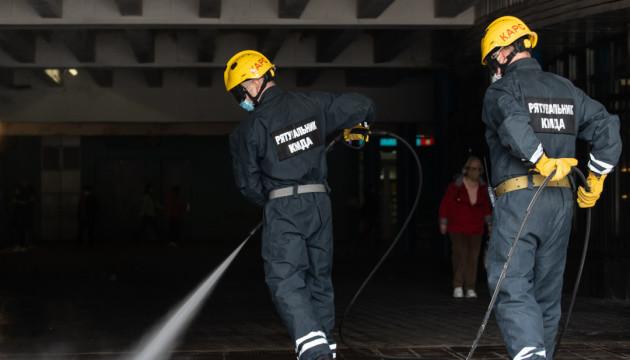Одразу випробували біля метро: столичні рятувальники отримали техніку для дезінфекції