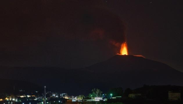 Друге виверження за 48 годин: на Сицилії прокинувся вулкан