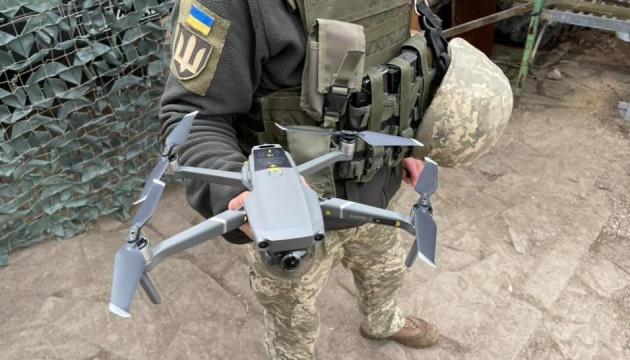 Депутати передали 9 дронів українським військовим на передовій
