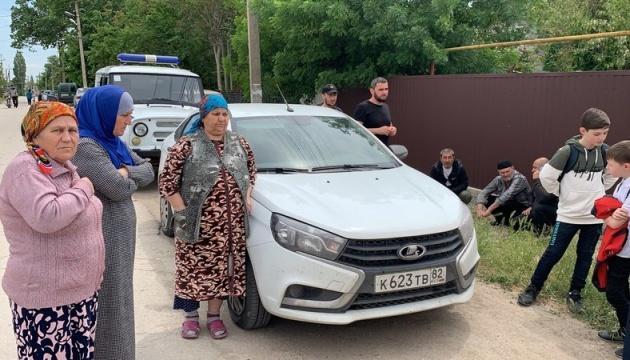 Изъяли технику и книги: оккупанты в Крыму обыскали дом активиста