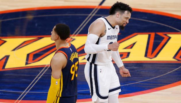 «Мемфис» обыграл «Голден Стэйт» и стал последним участником плей-офф НБА