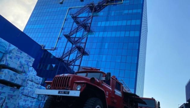 У Києві горіла 10-поверхова адмінбудівля «Епіцентру»