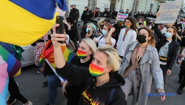 У Києві відбувся марш на підтримку трансгендерів
