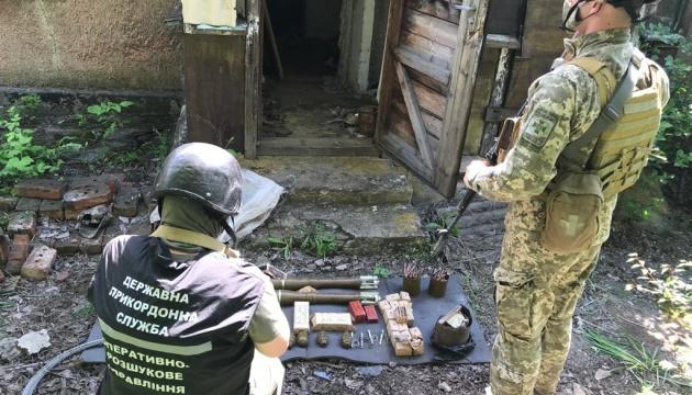 На Донетчине пограничники обнаружили схрон с боеприпасами