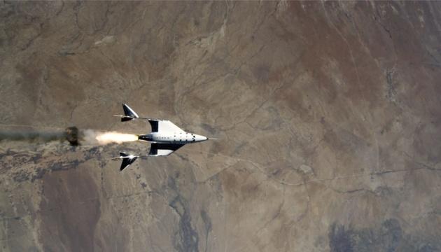Корабель Virgin Galactic із Бренсоном на борту успішно злітав у космос