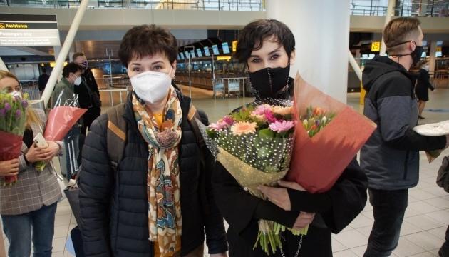 В аеропорту Амстердама гурт Go_A проводжали з квітами та подарунками