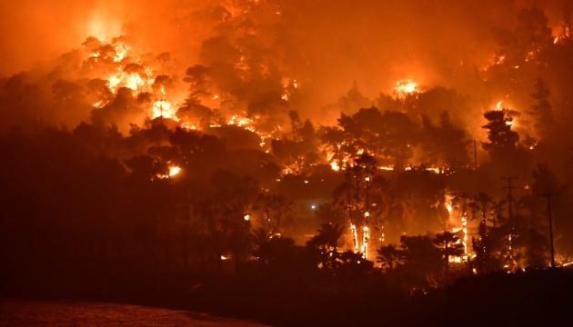 Під час гасіння лісової пожежі у Канаді розбився гелікоптер, пілот загинув