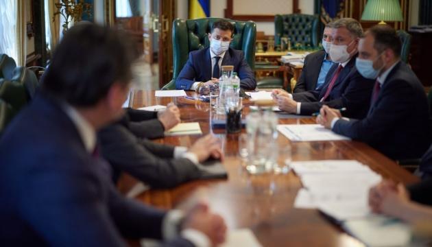 Україна може закрити авіасполучення з Білоруссю - Зеленський дав доручення уряду