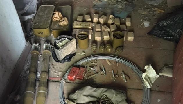 Неподалеку от линии разграничения выявили схрон с боеприпасами
