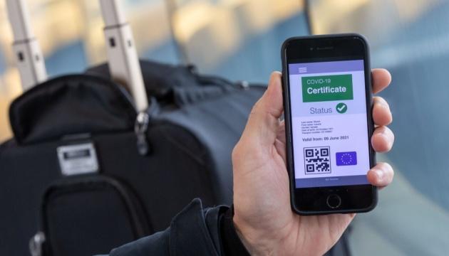 За границу – только ковид-сертификатами. Какими они будут?