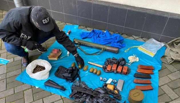 В центре Киева нашли тайник с оружием и противотанковым гранатометом