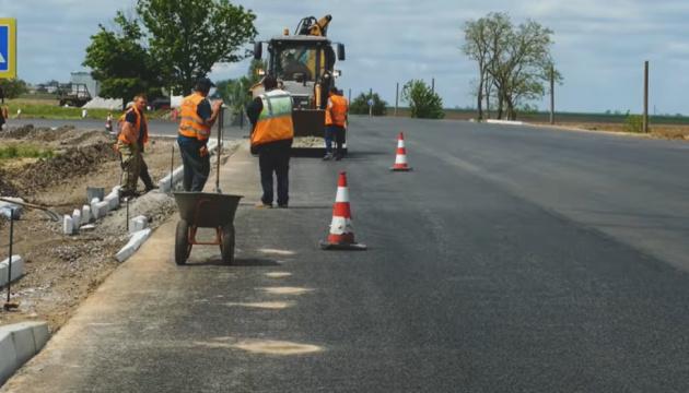 На Херсонщине ремонтируют дорогу к Черному и Азовскому морям
